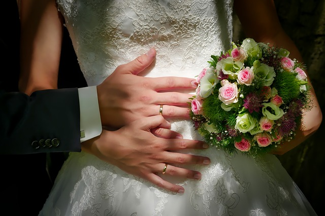 bride-and-groom-3098858_640
